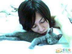 Heechul and his kitty