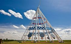 The worlds largest teepee ~ Medicine Hat, Alberta 20 stories It was built to coincide with the 1988 Winter Games in Calgary Places Around The World, Around The Worlds, Canadian Things, Roadside Attractions, World's Biggest, World Records, Alberta Canada, Worlds Largest