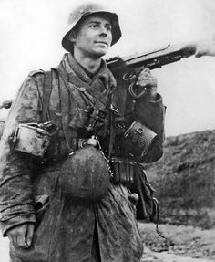 A German soldier of the Luftwaffe Field Division carrying an MG-42. Italy, 1943.