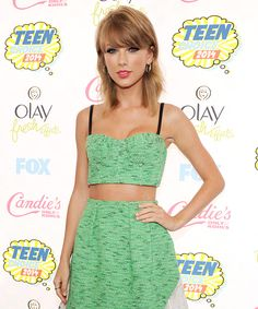 Taylor Swift looks so effortless and retro bringing back the hot hair trend from 2013.  Mid summer hot hair  Check out the article here: http://thehairdame.com/?p=526  While your there don't forget to get the latest hair tips from www.thehairdame.com  #taylorswift  #thehairdame  #thehairdameblogs  #shoulderlenthhair  #summerhair  #midsummernightsdreamhair