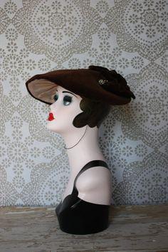 Vintage 1940's Brown Velvet Wide Brim Cartwheel / Platter Hat by pursuingandie, $71.00