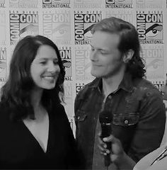 caitcrumbcake:  caitrionabafle:   sam stroking cait's belly while they talk about the pregnancy storyline (。◕ ‿ ◕。)   I really hate them both.    Sam !? W.T.A.F.Dude. You would have to be cryogenically frozen to have any chill whatsoever.When's the wedding?