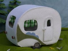 A cute white retro caravan, to go for a nice holiday. Put the caravan on the back of the MouseMobiel and the sweet little mice can go anywhere. You