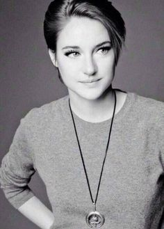 Shailene Woodley - in my opinion one of the most naturally beautiful and inspirational women there is Shailene Woodley, Pretty People, Beautiful People, Pixie Geldof, Celebs, Celebrities, Pixie Cut, Girl Crushes, Woman Crush