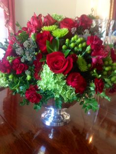Love the reds and bright green used in this arrangement. Winter Floral Arrangements, Christmas Flower Arrangements, Beautiful Flower Arrangements, Flower Centerpieces, Love Flowers, Beautiful Flowers, Beautiful Bouquets, Fruit Arrangements, Dad Funeral Flowers