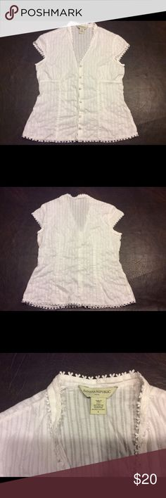 BANANA REPUBLIC top size S White sheer top lace trim around the collar area also the bottom v - shaped collar buttons down the front and very figure flattering #1045 Banana Republic Tops