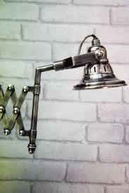 Extendable / retractable wall light