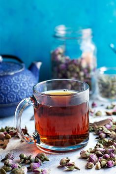 Iranians drink tea any time of the day. Persian tea is a national drink that& more than just a beverage. Learn how to make Persian tea at home. Tea Places, Ramadan Recipes, Raisin Cookies, Tea Sandwiches, Smoothie Drinks, Smoothies, Brewing Tea, Middle Eastern Recipes, Sweet Tea