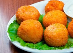 Appetizer Recipe: Chorizo and Potato Croquettes. I'm learning to tolerate good lean sausage and finding that today specialty stores are selling delicious good lean, fresh sausage. Dried chorizo is good in recipes too, also sold at specialty stores. My Colombian Recipes, Colombian Food, Appetizer Dips, Appetizer Recipes, Fingers Food, Chorizo And Potato, Potato Croquettes, Croquettes Recipe, Potato Puffs
