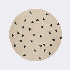 Discover the Ferm Living Jute Round Rug - Black Triangles at Amara Ferm Living Kids, Jute Carpet, Wall Carpet, Stair Carpet, Triangles, Circular Rugs, Tapis Design, Fabric Canopy, Colores Paredes