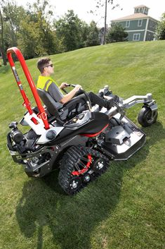 Altoz TRX Tracked Zero-turn Mower The Altoz TRX zero-turn mower is in a league of its own, being the Landscaping Equipment, Lawn Equipment, Heavy Equipment, Zero Turn Lawn Mowers, Hors Route, Privacy Fence Designs, Small Tractors, Lawn Service, Riding Lawn Mowers