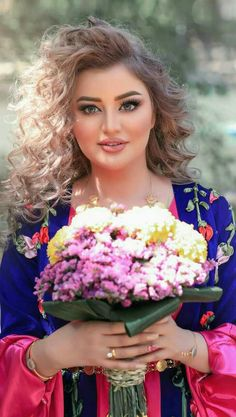 Suhair al-Qaisi Iraqi news anchor Beautiful Muslim Women, Beautiful Girl Image, Beautiful Hijab, Beauty Full Girl, Beauty Women, Asian Wedding Dress Pakistani, Muslim Women Fashion, Arabian Beauty, Afghan Dresses