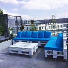 Get the every fantastic ways to enjoy your #patios and #terrace furniture with pallets, giving you here the brand new and ever sophisticated sofa model for free - Pallets Wood Terrace Furniture Set | 99 Pallets