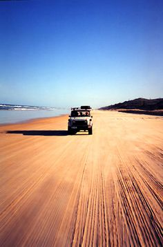 Rijden over Fraser Island, Australië tijdens je roadtrip. Wow!