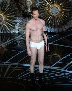 Patrick Neil Harris na Oscarach w samych slipkach więcej: http://www.planeta.fm/Polecamy/Newsy/Patrick-Neil-Harris-na-Oscarach-w-samych-slipkach