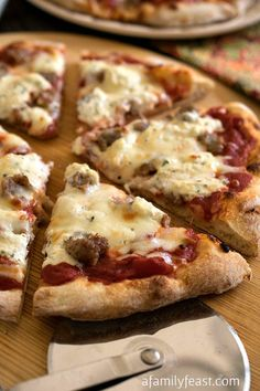 Sausage and Ricotta Pizza - This pizza is so simple and so addictively good!  Inspired by the Sporkie Pizza at Bertucci's.  Made with @jonesdairyfarm sausage! #sponsored