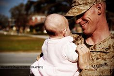 Father and daughter meeting for the first time #homecoming #Marines