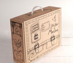 Carrying case box with handle, perfect for easy transport and as a box for sending packages. In kraft colour and with large dimensions. Packaging Carton, Craft Packaging, Cool Packaging, Cardboard Packaging, Food Packaging Design, Brownie Packaging, Corrugated Packaging, Carton Design, Showroom Interior Design
