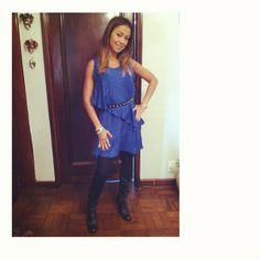 Vestidinho blue + cinto tachas + bota country