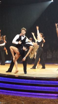 Jay e @AlionaVilani na turnê do Strictly em Manchester, na Inglaterra. (via @stef77williams) (30 jan.)