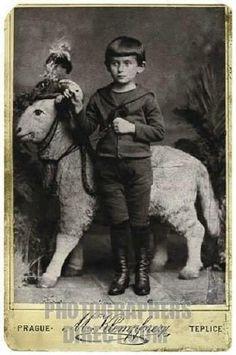 Franz Kafka aged five – avec Don Rodan.