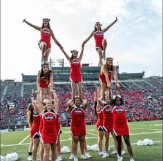REPIN if you love college cheerleading too! For tons of cheerleading tips, check out CheerleadingInfoCenter.com High School Cheerleading, Cheerleading Pictures, Cheerleading Uniforms, Cheer Pictures, Cheerleading Stunting, Cool Cheer Stunts, Cheer Jumps, Martial, Cheer Pyramids