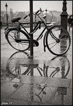 La bicicleta no sólo nos gusta a los decoradores como objeto  decorativo, muchos fotógrafos también la utilizan como recurso  fotogr...