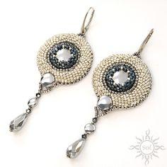 #beadedcabochon #beadedearrings #beadedembroidery #silverearrings #hematiteearrings #romanticearrings #gemstonejewelry #embroideredjewelry  #hematitejewelry #dangleearrings #dropearrings #weddingearrings #gemstonedangle #bridalearrings #3D #3Dembroidery #elegantjewelry #silverwedding  #weddingfashion #statementearrings #gemstoneearrings  #gemstonestatement #healinggemstone #artisanearrings #embroideredearrings