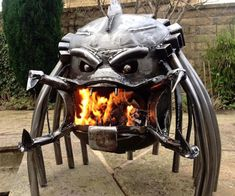 If you are a huge fan of the Alien and Predator movies, then you need this Alien Vs Predator Wood Burning Stove in your back yard right away. Check it out! Metal Fire Pit, Cool Fire Pits, Diy Fire Pit, Fire Pit Backyard, Alien Vs Predator, Metal Art Projects, Welding Projects, Welding Crafts, Welding Ideas