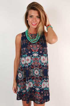 Pretty paisley pattern meets ultra flattering fit in this fabulous shift dress!