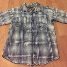 Plaid button up Only worn twice Vanilla star Tops Button Down Shirts