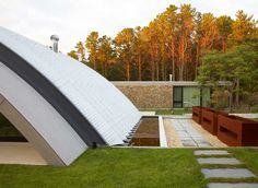 Arc House in East Hampton, New York by Maziar Behrooz Architecture