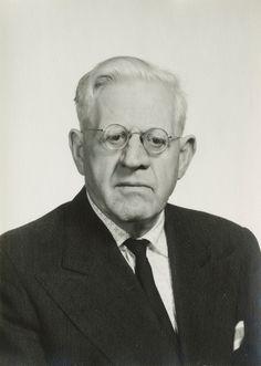 Karl Loewenstein (9 de noviembre de 1891 — 10 de julio de 1973), jurista alemán.
