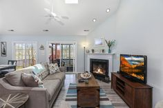 Isn't it time for a new romance.....with Life?! A visit to fabulous Seaside Rendezvous is certainly the place to begin. Chincoteague Island Rentals, Bedroom Size, Townhouse, Seaside, Ideal Home, Beach House, The Neighbourhood, Places, House Rentals