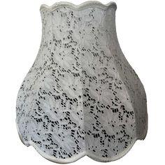 Mooie lampenkap van ajour, perfect voor een modern of brocante interieur! Price €79,95