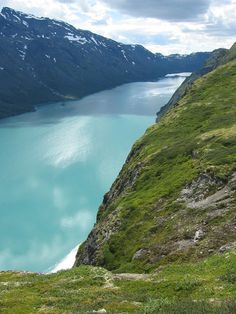 Famous Places to Travel | Gjende – Norway