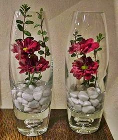 Wedding floral centerpieces - SAVING TIP Creation, recycling Cut flowers a little differently Vase Arrangements, Beautiful Flower Arrangements, Beautiful Flowers, Candle Centerpieces, Floral Centerpieces, Vases Decor, Wedding Centerpieces, Decoration Evenementielle, Flower Decorations