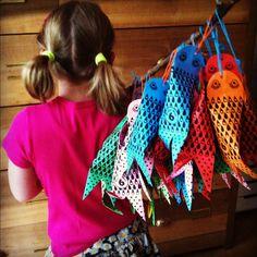 Kindertraktaties: Papieren visjes Mini piñata fish