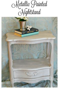 French Provincial nightstand refurbished with #fusionmineralpaint and finished with a dry brush of metallic paint in champagne. Part of the #12monthsofdiy challenge