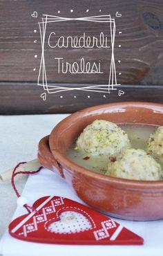 Canederli vegetariani in brodo  http://giulillustratrice.com/2014/12/21/canederli-vegetariani-in-brodo/