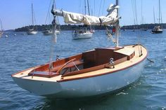 Daysailer classic wooden boat