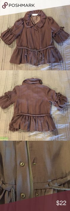 Women's Jacket Coffee color women's Jacket that zips and snaps with a waistline tie and puffy sleeves and a double ruffle collar. Perfect for fall! All Fashion, Passion For Fashion, Fashion Tips, Fashion Trends, Ruffle Collar, Ruffle Blouse, Best Waist Trainer, Double Ruffle, Coffee Colour