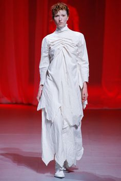 View the complete Aganovich Spring 2017 collection from Paris Fashion Week.