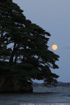Matsushima.  Miyagi, Japan   |   雄島と月 | 日本三景 松島
