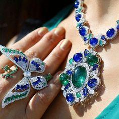Jewelry Advice And Tips – Modern Jewelry High Jewelry, Jewelry Box, Jewelry Accessories, Jewelry Design, Jewelry Sketch, Jewellery Sketches, Blue Diamond Jewelry, Diamond Necklaces, Unusual Jewelry