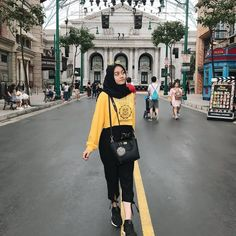 Style hijab casual indonesia ideas for 2019 Hijab Casual, Hijab Fashion Casual, Ootd Hijab, Hijab Chic, Muslim Fashion, Trendy Fashion, Girl Fashion, Fashion Outfits, Dress Fashion