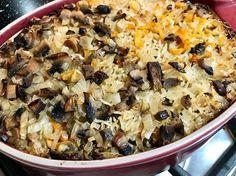 אורז בתנור היא מנה מופלאה של אורז עם ערמונים, פטריות ועוד כמה ירקות עזי טעם וצבע שמכינים בכמה דקות ומכניסים לתנור לשעה של אפייה. התוצאה מטריפה ממש! Easy Cooking, Healthy Cooking, Cooking Recipes, Picnic Finger Foods, A Food, Food And Drink, Israeli Food, Different Recipes, Chicken Recipes