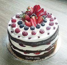 TraRita sütödéje és egyéb munkái : Mascarpones gyümölcsös torta Birthday Cake, Sweets, Cookies, Eat, Food, Chocolate Cakes, Oreos, Women's Fashion, Drink