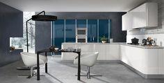 Obtén un diseño versátil y elegante con la cocina Sigma de la firma Armony. Disponible en Atelier Casa Colombia.