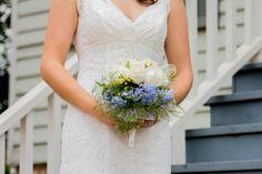 Fresh, simple wedding bouquet. http://facingthelens.com